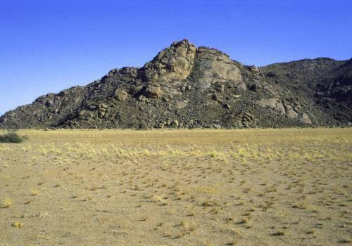 Wüstenähnliche Landschaft in Namibia