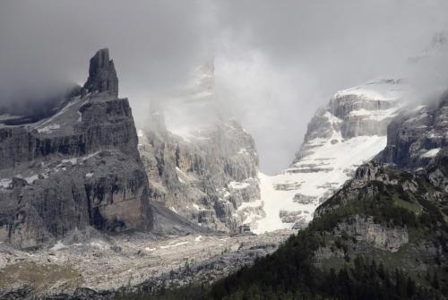 Unweit von Madonna di Campiglio hat man diesen Blick in die Brenta.Italien