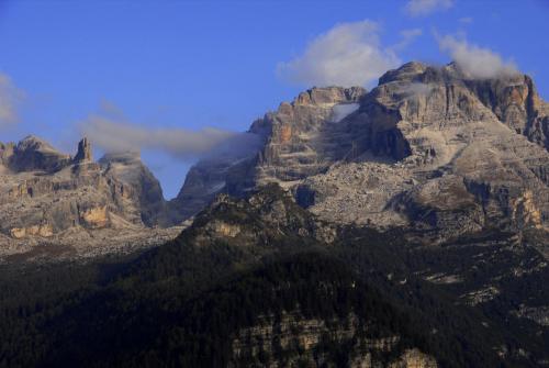 Unweit von Madonna di Campiglio hat man diesen Blick in die Brenta. Italien