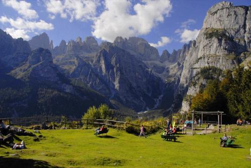 Auf der Pradel-Hochebene mit traumhaften Blick in das Herz der Brenta befindet sich auch die Rifugio La Montanara. (UNESCO Weltnaturerbe).