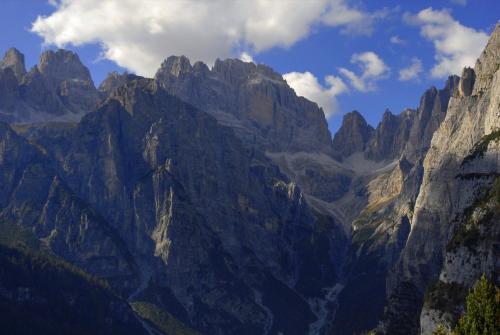 Auf der Pradel-Hochebene im Trentino mit traumhaften Blick in das Herz der Brenta. Italien (UNESCO Weltnaturerbe).