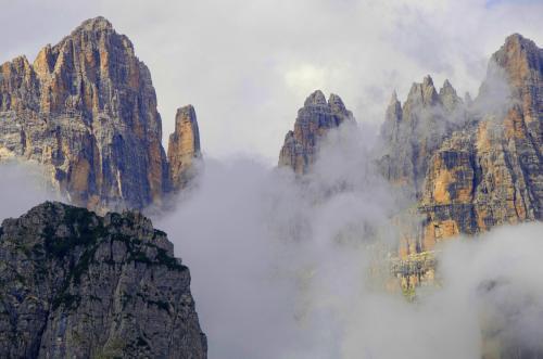 Blick von der Pradel-Hochebene im Trentino in das Herz der Brenta.Italien