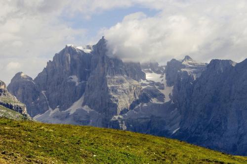 Blick vom Monte Spinale bei Madonna di Campiglio in die Felskulissen der Brenta.Trentino, Italien