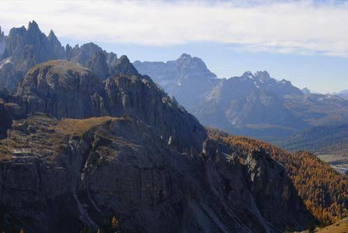 Blick von der Auronzo Hütte nach Süden zur Cadini di Misurina Gruppe und Gruppo del Sorapis