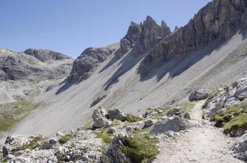 Weg von der Drei Zinnen Hütte zum Büllelejoch