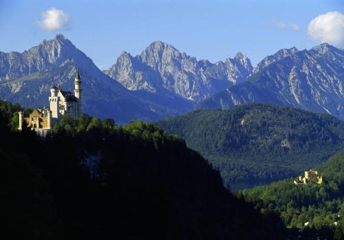 Schloß Neuschwanstein mit Hohenschwangau bei Füssen