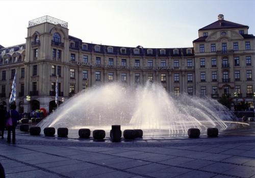 Springbrunnen am Karlsplatz