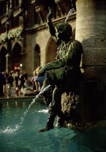 Brunnenbüberl am Münchner Marienplatz