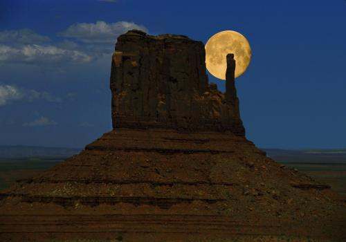 Aufgehender Vollmond am Monument Valley; Arizona
