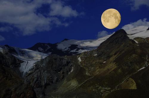 Mond am Monte Cevedale