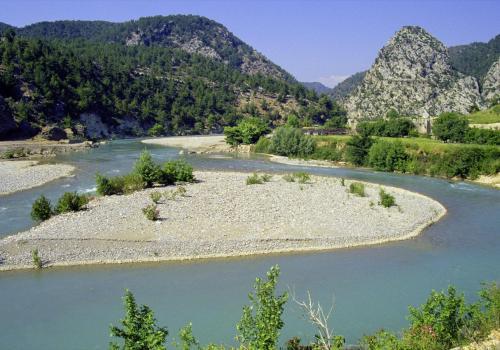 Flusslandschaft bei Alarahan