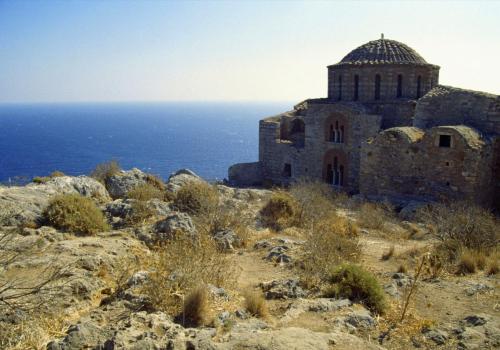 Alte verfallene orthodoxe Kirche in Griechenland
