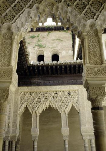 Innenansicht der Alhambra mit ihren maurischen Kunstwerken bei Granada, Andalusien, Spanien