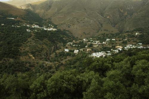 Dörfer und Ansiedlungen in einer eindrucksvollen Gebirgslandschaft in Zentralkreta
