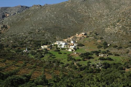 Dörfer und Ansiedlungen in einer eindrucksvollen Gebirgslandschaft im Osten Kretas