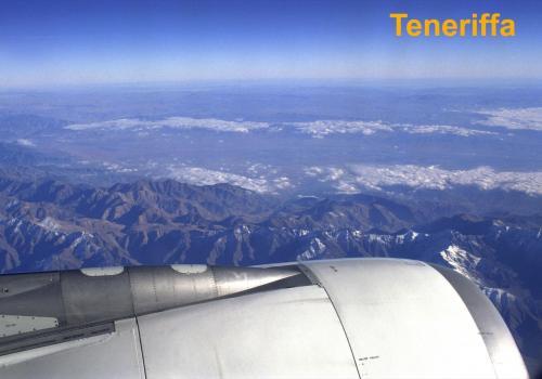 Blick aus dem Flugzeug auf das Atlasgebirge in der Sahara