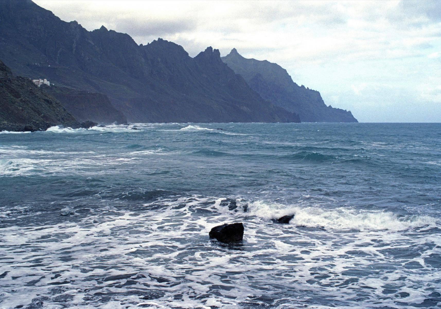 Meeresbrandung im Norden Teneriffas