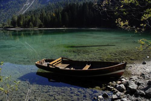 Einsames Boot im Lago di Tovel