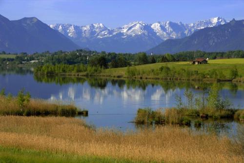 Riegsee bei Murnau im Hintergrund das Wettersteingebirge, Oberbayern