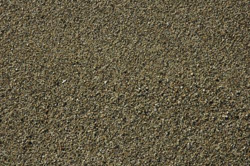 Von der Meeresbrandung überspülte Sand