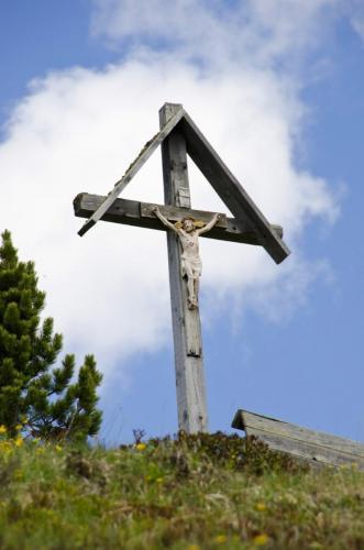 Wegkreuz am Karnischem Höhenwe Nähe Sillianer Hütte, Italien
