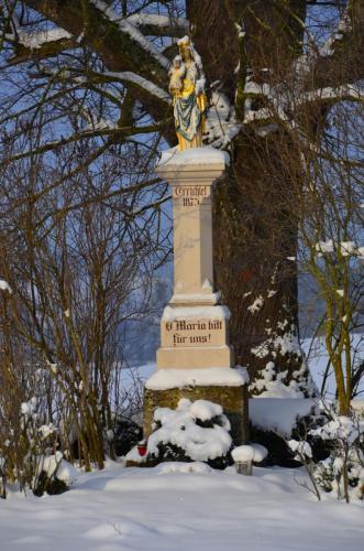 Mariensäule im Winter Nähe Sindelsdorf, Oberbayern