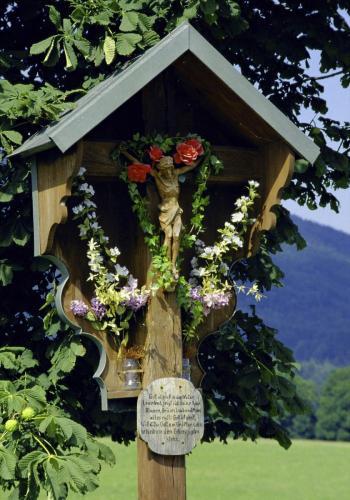 Wegkreuz bei Wackersberg, Oberbayern