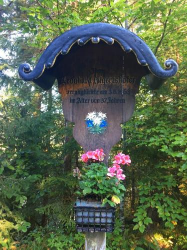 Wegkreuz bei Fall am Sylvensteinsee, Bayern