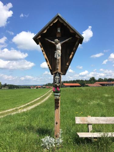 Wegkreuz bei Bichel im Tölzer Land, Oberbayern