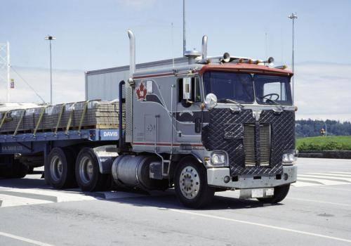 Kanadischer Truck auf dem Weg zur Fähre