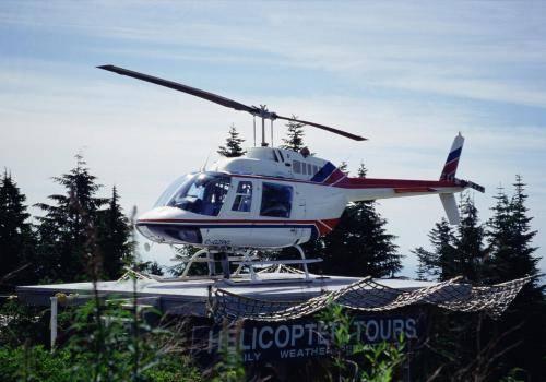 Tourismus-Hubschrauber am Whistler in den Coast Mountains