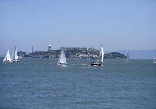 Segelboote bei Alcatraz