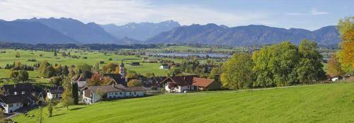 Blick von der Aidlinger Höhe in das Werdenfelserland