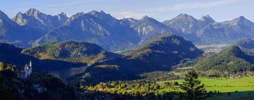 Schloß Neuschwanstein mit Hohenschwangau und Alpsee