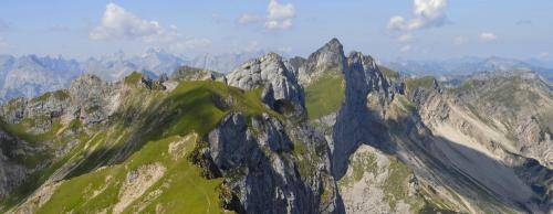 Blick von der Rofanspitze zur Hochiss und in das Karwendel