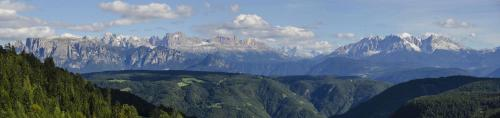Dolomiten Panorama,Schlern; Kesselkogel; Vajoletttürme; Rosengarten; Santnerpass; Marmolada; Lattimar;