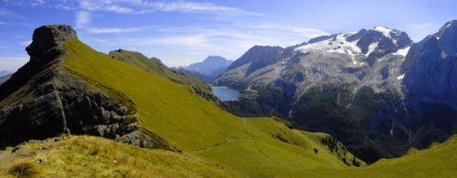 Bindelweg mit Sicht zur Mamalada und Fedaiasee