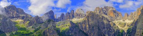 Panoramablick in die Brenta aus östlicher Sicht Nähe La Montanara-Hütte. Die Berghütte La Montanara befindet sich auf der Pradel-Hochebene (Höhe: 1600 Meter) in der Urlaubsregion Paganella-Brenta-Dolomiten (UNESCO Weltnaturerbe).