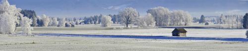 Winterliche Morgenstimmung im Alpenvorland
