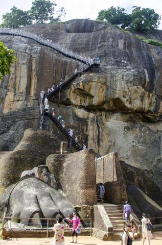 Das Tor zum Aufstieg auf das Gipfelplateau des Löwenfelsen, Sri Lanka