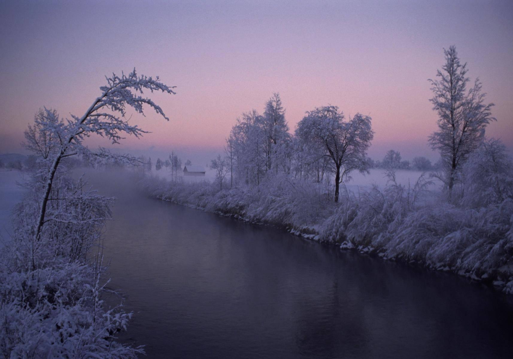 Winterliche Abendstimmung an der Loisach